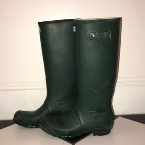 Beautiful condition hunter green boots